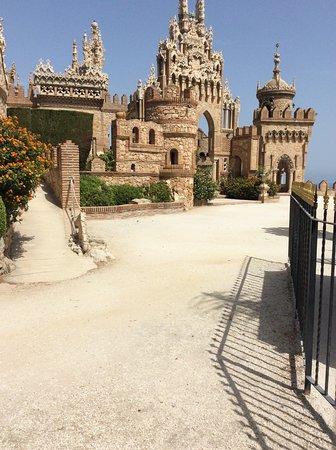 Castillo de Colomares: Looking interesting but closed