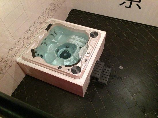 vue ext rieur photo de spa avenue saint quentin tripadvisor. Black Bedroom Furniture Sets. Home Design Ideas