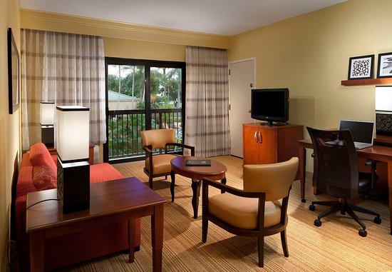 Miami Lakes, FL: Suite Living Area
