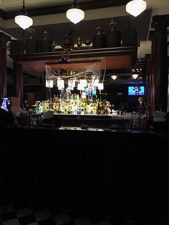 Park Rotana Abu Dhabi: De Britse bar met hopen alcohol