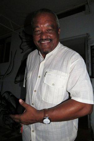 Ponta Do Sol, Cape Verde: un barman très sympa comme tous les cap verdiens