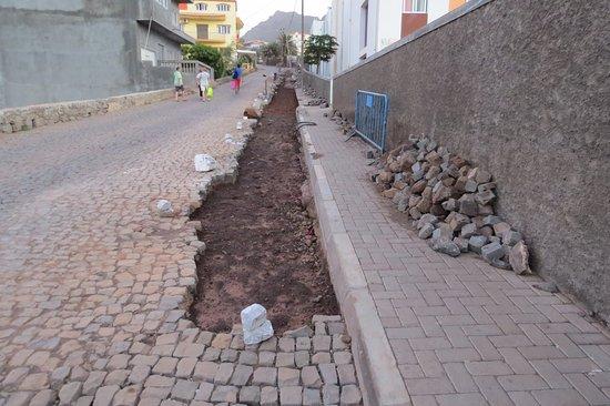 """Ponta Do Sol, Cape Verde: les cap verdiens sont les rois du """"pavage"""""""