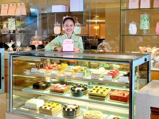 Mandarin Oriental Jakarta: The Mandarin Cake Shop
