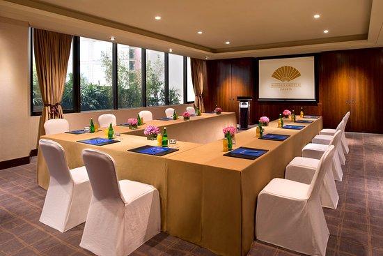Mandarin Oriental Jakarta: Esquire Room