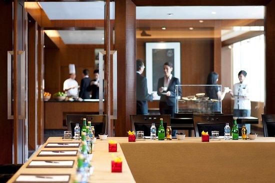 Mandarin Oriental Jakarta: Esquire Room & MO Kitchen