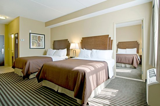 Barrie, Kanada: Executive Family Suite with Three Queen Beds