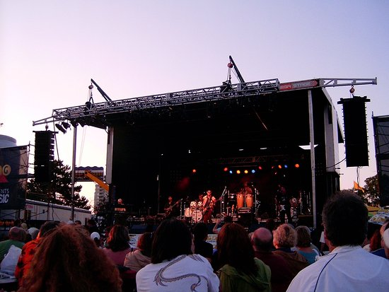 Barrie, Canada: Kempenfest Concert