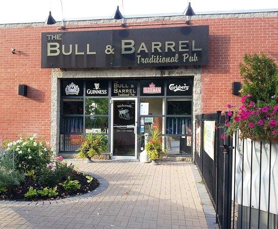Barrie, Canada: Bull & Barrel Pub