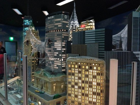 Yonkers, NY: Halloween model of NYC in lego