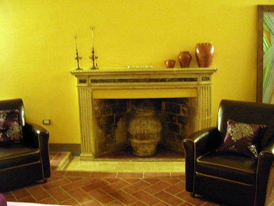 Palazzo delle Signorine: Caminetto nella camera dei cherubini