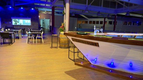 Le Mont-Dore, Nueva Caledonia: Bar et salle intérieure