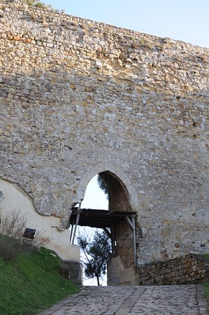 Nicosia, Italy: La porta maggiore nella cortina del ponte normanno