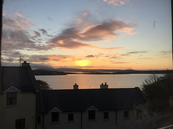 Roundstone, Irlandia: Sunrise, end of October.