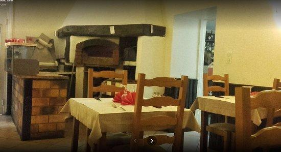 Oyonnax, Francja: back dining room