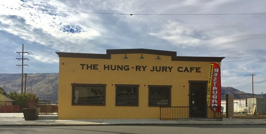 Banning, CA: Front of Hung-Ry
