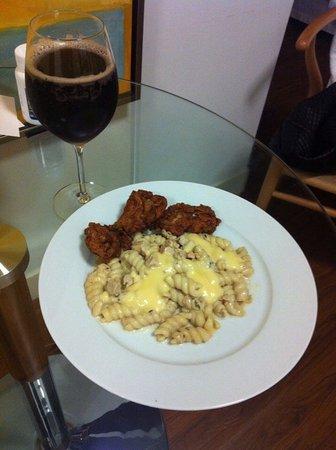 Americas Best Value Inn & Suites-SOMA: В Микроволновке приготовили ужин себе)Вся посуда была