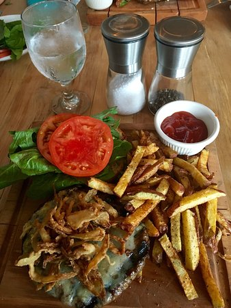 Elizabethtown, NY: Burger and fresh cut fries