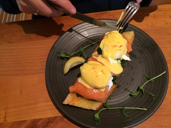 Waikanae, New Zealand: Salmon benny