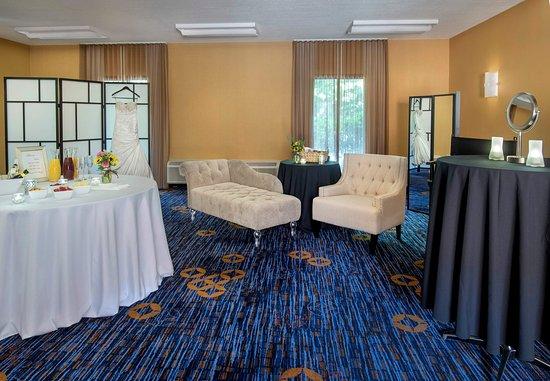 Courtyard Boston Andover: Bridal Dressing Room