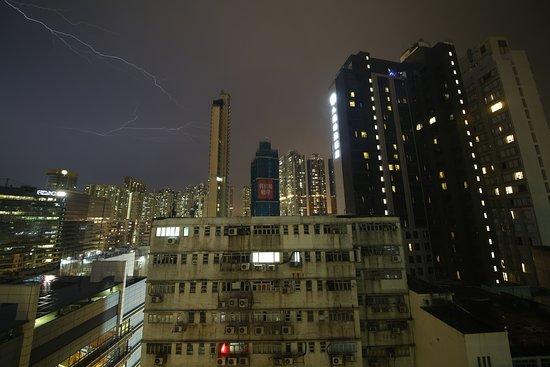 Silka West Kowloon Hotel: 前方是工業大廈。