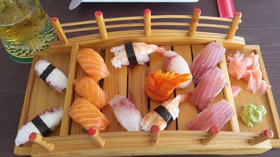 Sunshine: Sushi 12 stuks 16 euro SUPER VERS