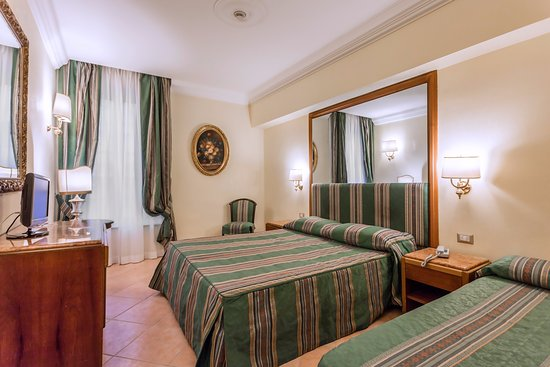 Hotel Archimede: triple room