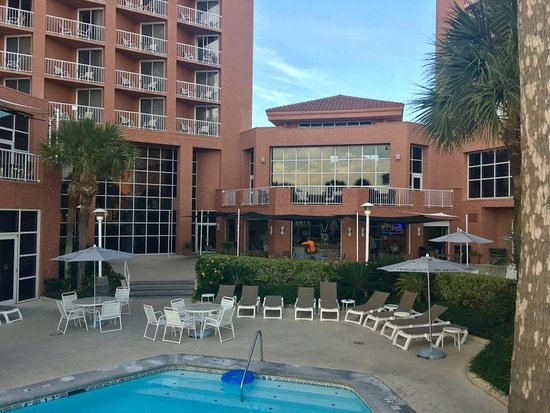 Perdido Beach Resort Poolside Bar