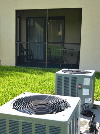 Lehigh Acres, FL: Avoid rooms with terraces right next to the air conditioning units!