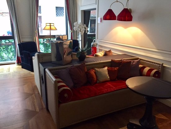Starhotels Splendid Venice: Living del hotel con vista al canal-
