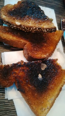 Courtenay, Canadá: yum burnt toast and it looks like someone ate some because it sure wasnt me