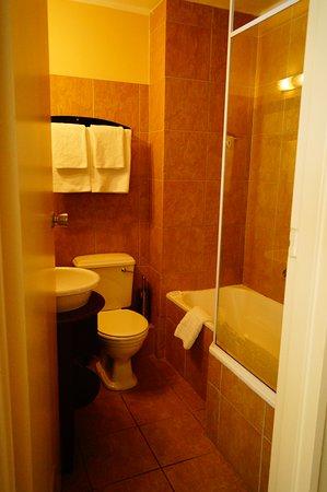 Kleine badkamer - Bild von Premier Hotel Cape Town, Kapstadt Zentrum ...
