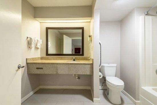 Sylacauga, AL: Bathroom