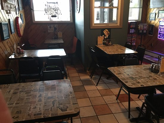 Pittston, Pensilvania: Bar Area Seating