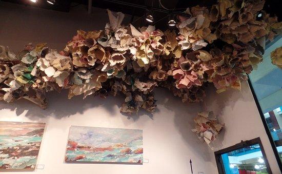 Eau Claire Market : Instalação no teto de uma galeria
