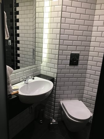 Small But Stylish Bathroom Picture Of The Hoxton Holborn London