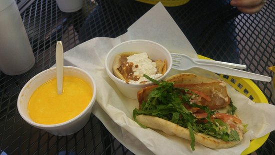 Stephenville, Техас: Chicken Gyro, lobster bisque soup, and a yummy crepe!!! So good, can't wait to come back!!