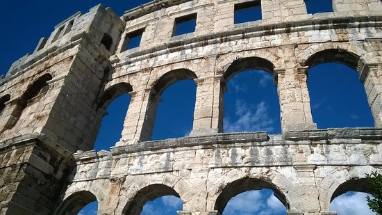 The Arena in Pula: arcate sovrapposte