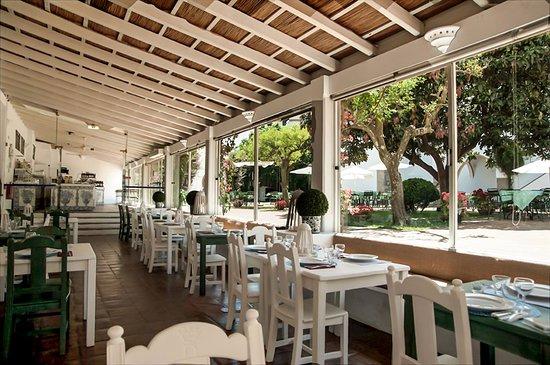 Jardim do Paco : Restaurante Cinco Quinas no Palácio Cadaval, Évora