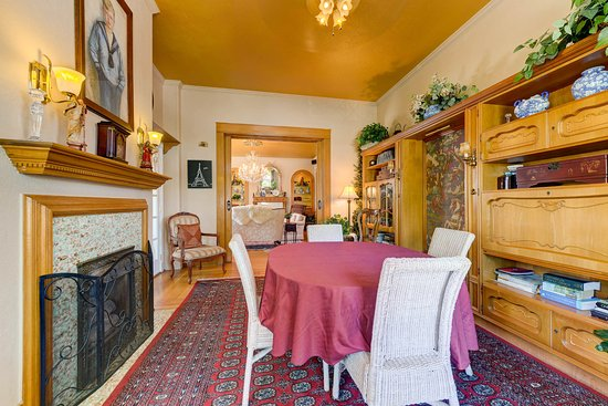 The St. Mary's Inn: Sitting room or extra dining area