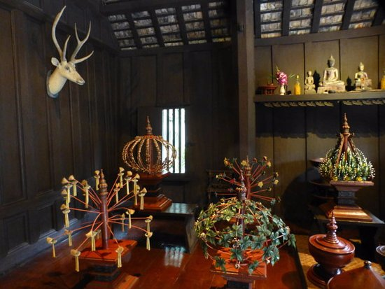 Alter Stuhl - Picture of Kamthieng House Museum (The Siam Society), Bangkok -...