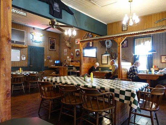 Three Fingered Jack's Saloon: Salón