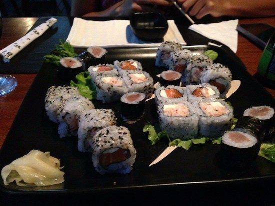 Bier Sushi: Rolls de atun, langostinos y salmon.