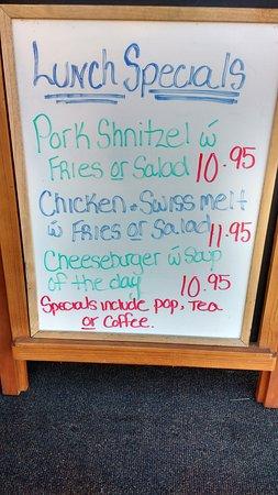 Maple Leaf Restaurant-Bar Czech Snitzel House : Sugestão de platos do dia e preços.