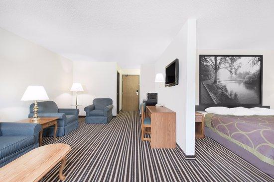 Morris, MN: 2 Room Suite