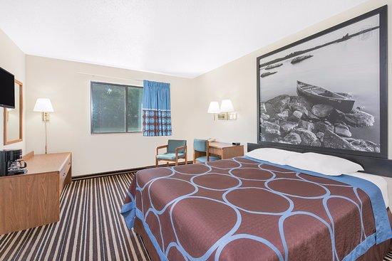 Morris, MN: 1 Queen Bed Standard