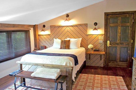 Durham, NH: Room 26, Newly Renovated