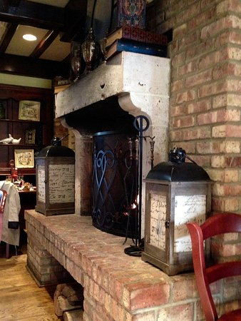 La Madeleine French Bakery & Cafe - Interior