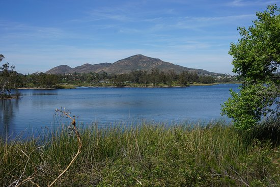 La Mesa, Kalifornien: View of Cowles Mountain, from Lake Murray.
