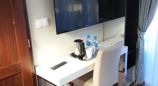 Hotel de lallondon bureau du petite chambre simple photo de les