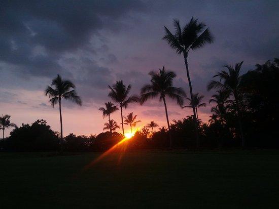 Wyndham Mauna Loa Village: Sunset view near resort